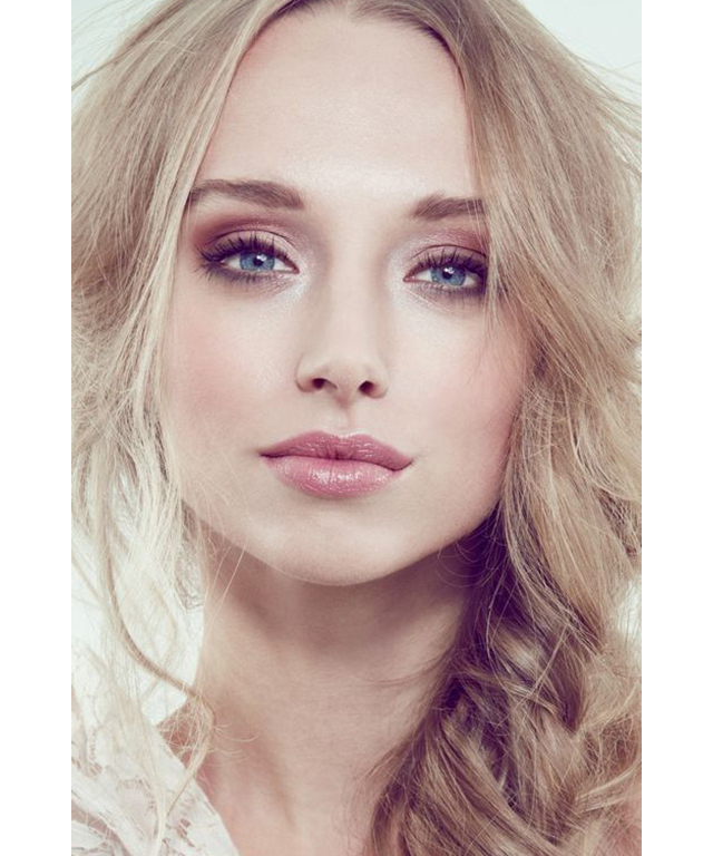 Bridal beauty: glossed-up lips. Image: Pinterest/John Schoeman