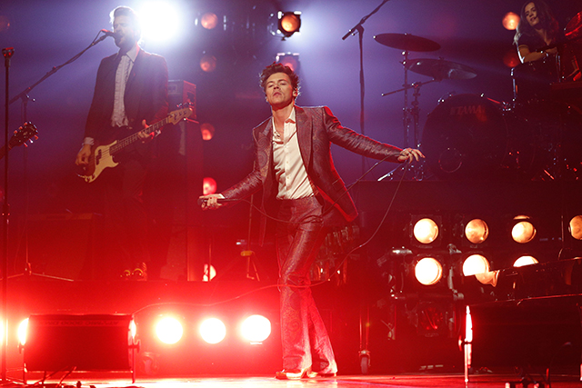 Best International Artist was won by former One Direction singer, Harry Styles, who performed his song 'Kiwi' live on stage. The performance saw the British singer recreate his famed 'dad-dancing'.