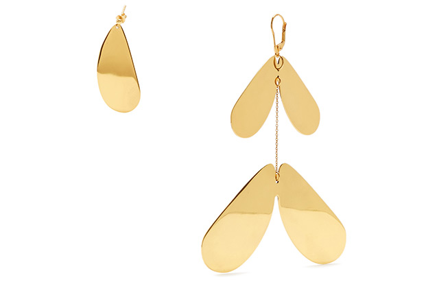"Ellery<p><a href=""http://www.matchesfashion.com/products/Ellery-Poet-gold-plated-earrings--1075812"" target=""_blank"">MatchesFashion.com</a></p>"