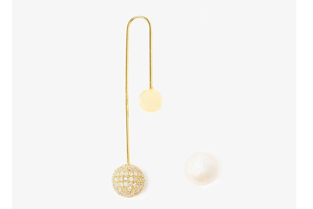 "Asherali Knopfer<p><a href=""https://www.brownsfashion.com/au/shopping/18k-Gold-Diamond-and-Pearl-Bar-Earring-10825963?size=&amp;storeId=9359?utm_source=polyvore&amp;utm_medium=cpc_desktop&amp;utm_campaign=earrings"" target=""_blank"">BrownsFashion.com</a></p>"