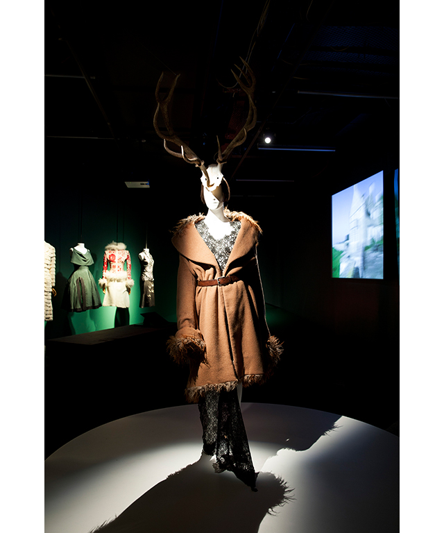 """Then you'll see her country life and marital home at Hills House in Gloucestershire. So you'll see pieces that she would have worn there. I think we're all guilty of wearing our tracksuit bottoms but not Isabella, she wasn't dressing up for anyone specifically, it was very sincere. It really was just her.""<p>Red deer antlers with coat by Alexander McQueen 1996, dress by Alexander McQueen 1996, shoes Alexander McQueen for Givenchy 1997&nbsp;</p>"