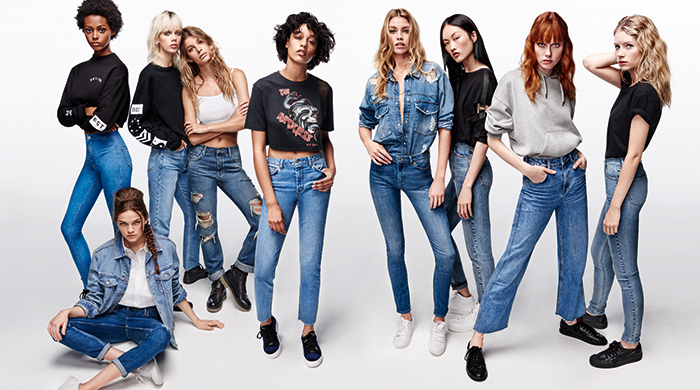 How cool girls like Stella Maxwell and Lottie Moss do denim
